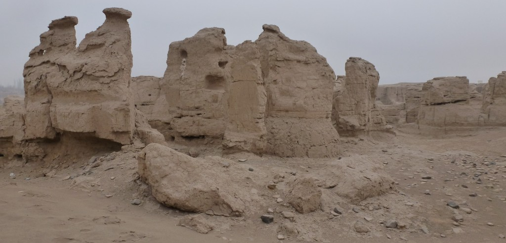 Ruined walls in Jiaohe